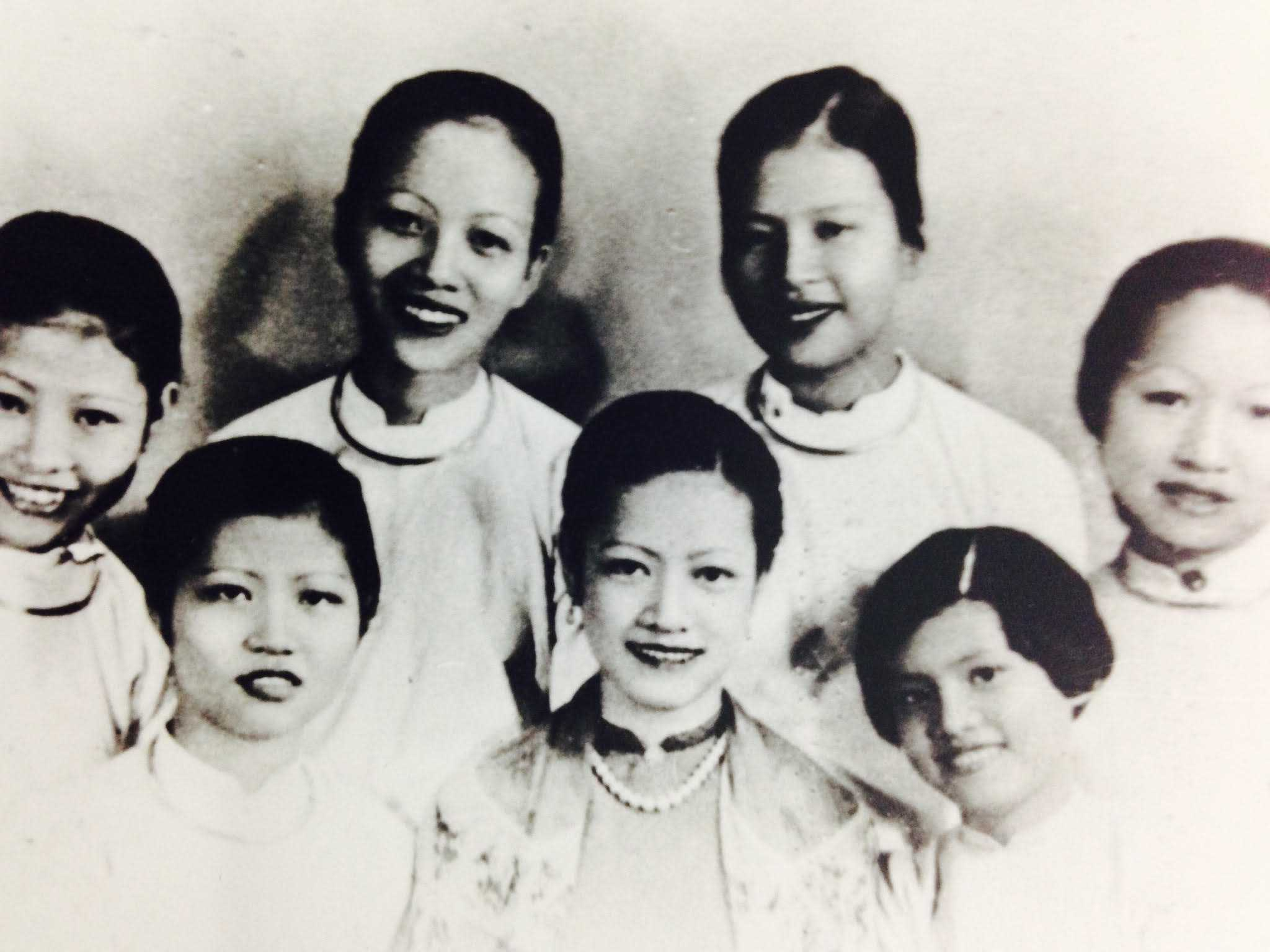 Ton Nu's mother (bottom row, second from left) and aunts gather on Ton Nu's mother's wedding day.