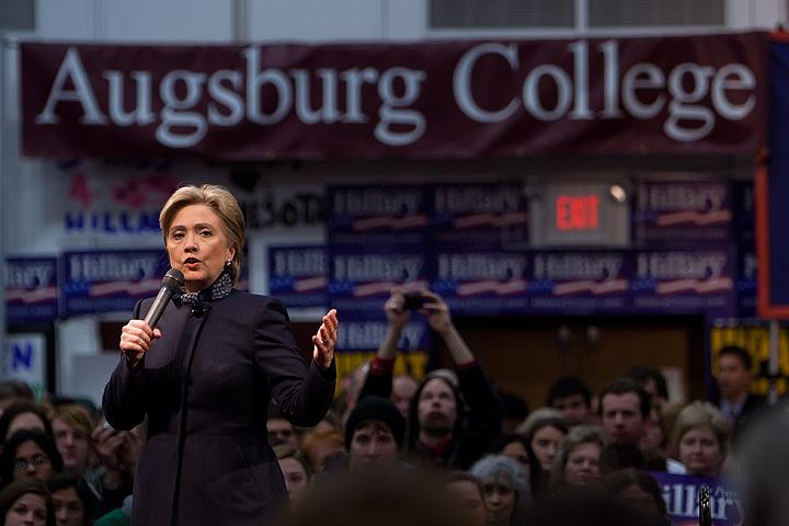 Hillary Clinton campaigns in  Minn. for the 2008 Democratic primaries.
