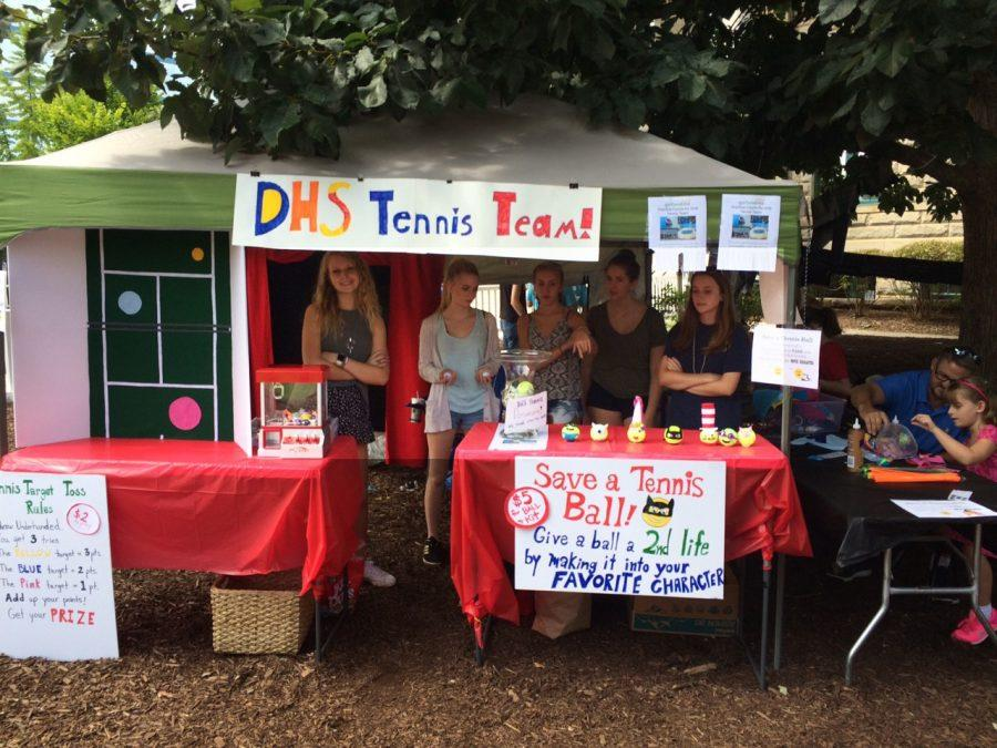 Tennis team fundraises for new court