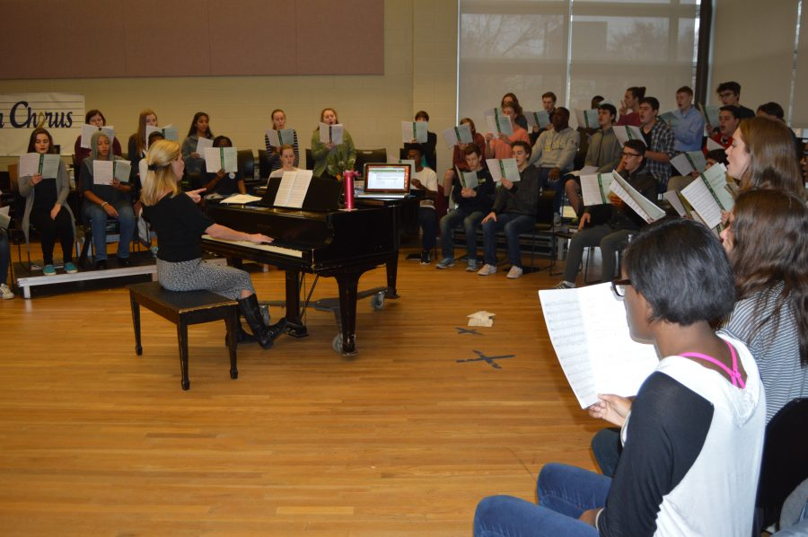 Chorus presents annual holiday show