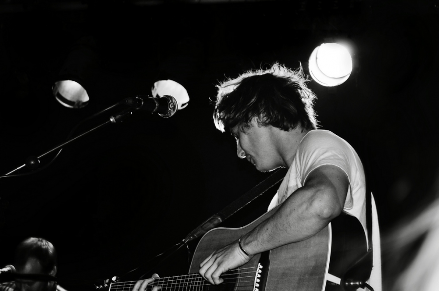 British-born+singer-songwriter+Ben+Howard%2C+29%2C+self-released+his+first+EP+and+has+since+released+four+more+EPs+and+a+full+studio+album.