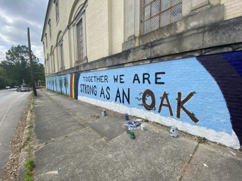 Oakhurst community comes together to paint a mural